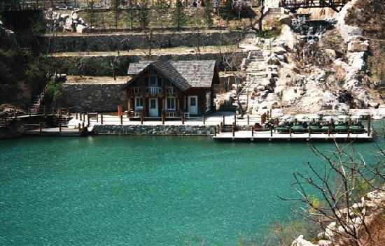 Jiu Ru Shan Waterfalls: 九如山的碧波深潭