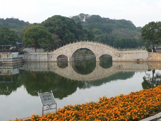 Yueyang, الصين: 有缘桥,据说情侣在一起过桥能加深感情,单身的朋友则能广结有缘人