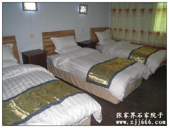 Shijia Yuanzi Inn Zhangjiajie : 三人间