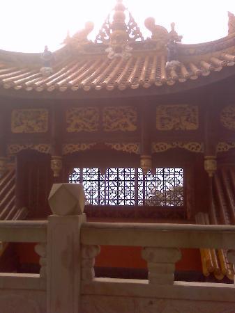 Fangshan Tourist Area: 方山上的寺庙