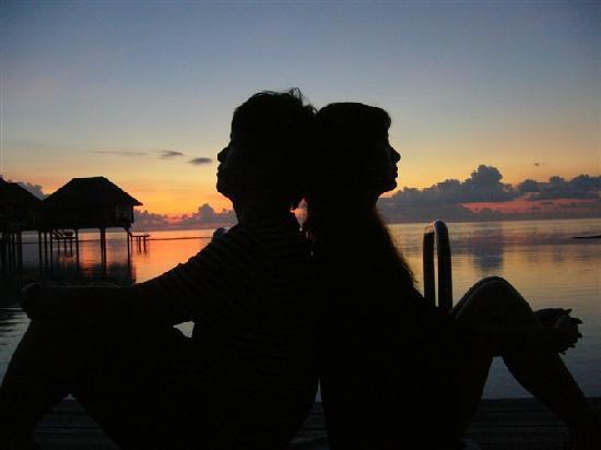 Maldive Victory: 黄昏下的背影(有人说有广告嫌疑)