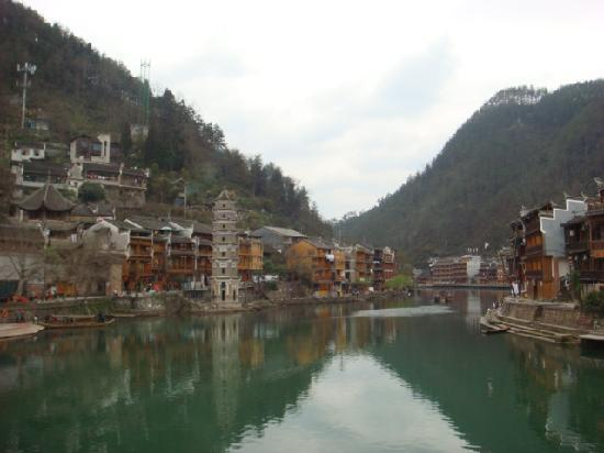 Xiangbi Mountain of Fenghuang: 美丽的沱江