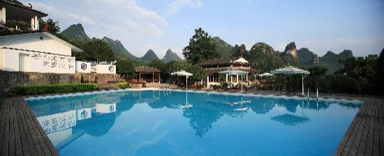 Lijiang Foggy Resort: 有游泳池哦