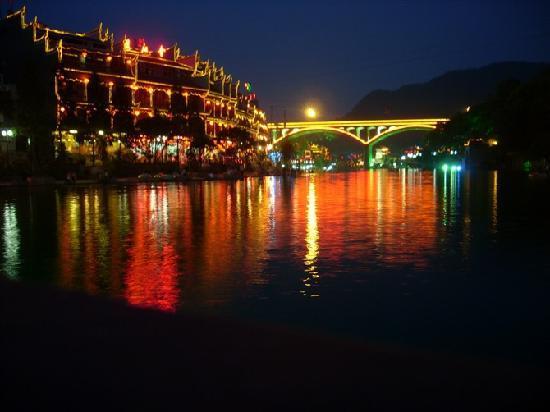 Xiangbi Mountain of Fenghuang: 凤凰夜景