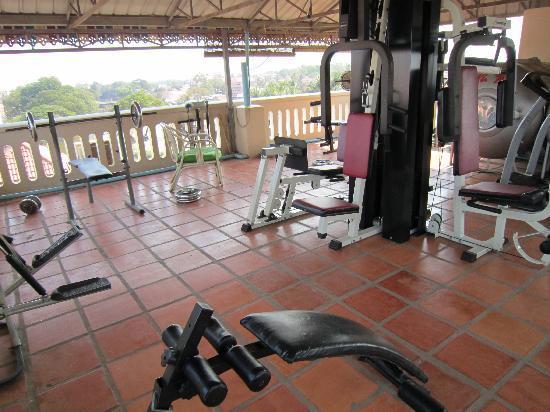 Mingalar Inn: 顶楼健身设施