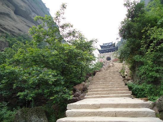 Hongjun Kongke Jianmenguan Monument