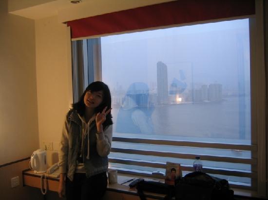 Ibis Hong Kong North Point: 在窗前拍的