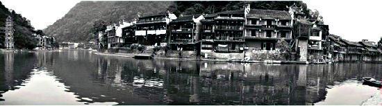 Dongchenglou Inn: 一弯沱江水,养育一方人