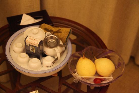 Sunshine Holiday Hotel: 免费的水果和茶具(乌龙茶收费)