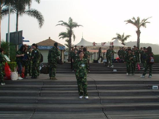 Shenzhen Jinshawan Resort: 门口集合拓展开始