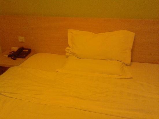 7 Days Inn (Shanghai Songjiang): 大床