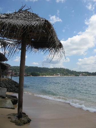 B's Place: 从酒吧一侧看海