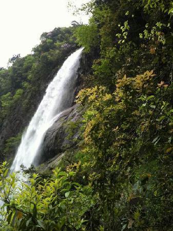 Yichun, China: 好漂亮的瀑布