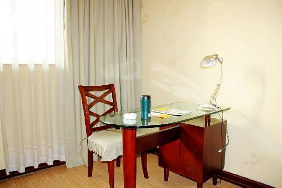 An-e Hotel (Zigong) : 入住的大床房