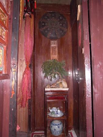 Jushantang Hostel: 居善堂东厢房玄关处开门就能看到的盆景