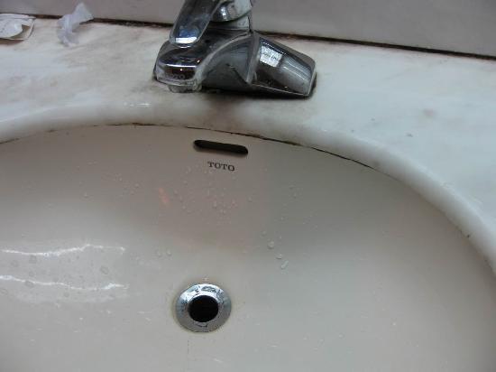 Hua Tai Hotel: toto的洗脸池没塞子应该很久了