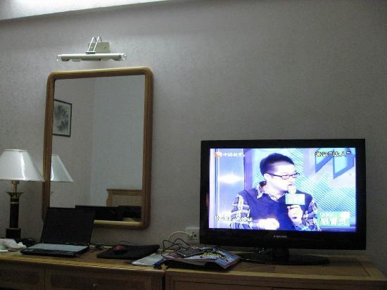 Hua Tai Hotel: 电视是三星的,挺大,是该房的又一亮点吧