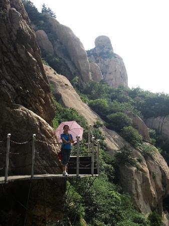 Old Mountain: 佛祖望海