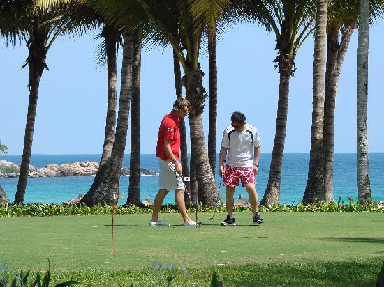 Bintan, Indonesia: 和金发帅哥学打高尔夫