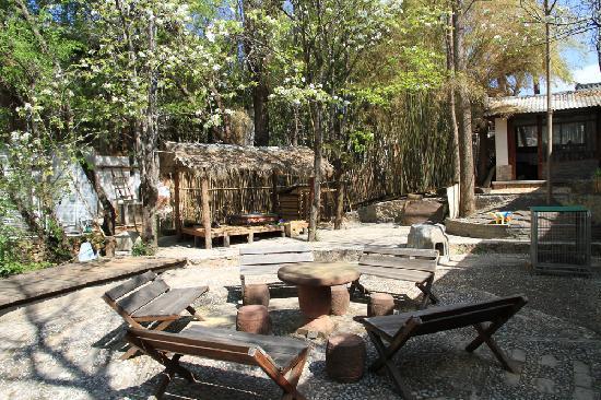 Wushuang Inn: 这是后院