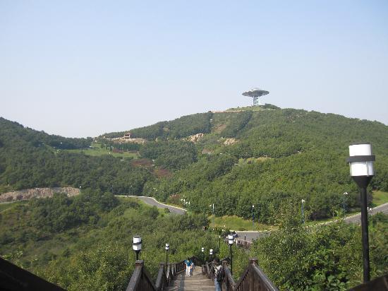 Tongniu Ridge of Development Zone : 这个是已经到了童牛岭了哦,看向飞碟那里,看着距离挺远,其实挺近的。