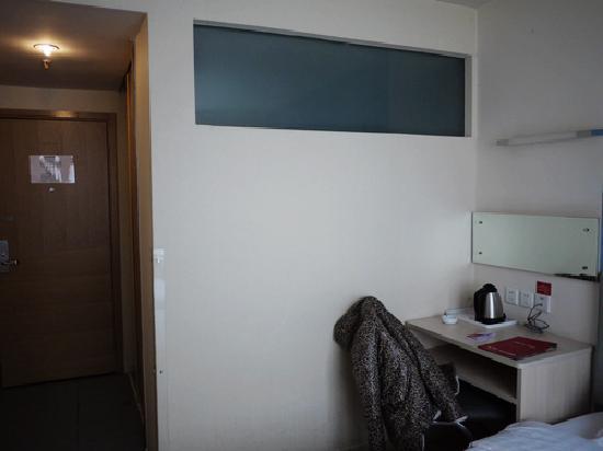 Piao Home Inn Beijing Wangfujing: 写字桌