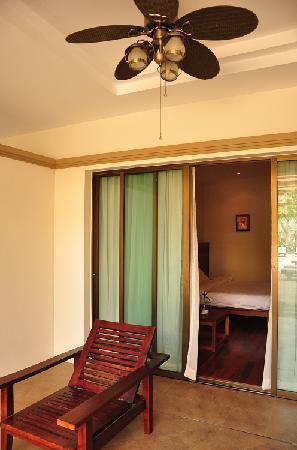 Angkor Miracle Resort & Spa: 首层房间的露台