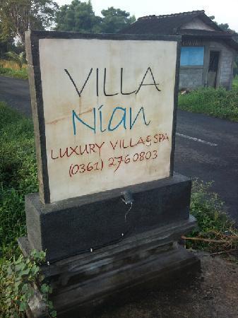 Villa Nian: 酒店名牌