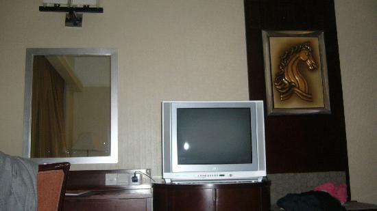 Hotel Taipa Square: 房间的电视