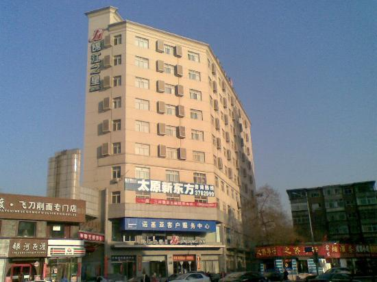 Jinjiang Inn (Taiyuan Yingze Park) : 特意到路对面拍个酒店的外观