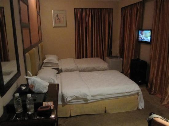 Victoria Hotel: 房间面积比HK的是大多了