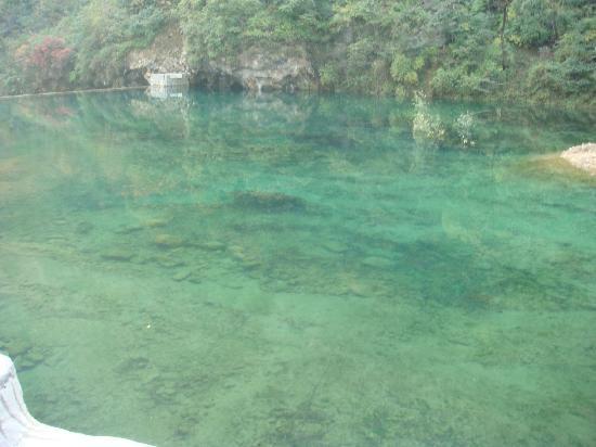 Pingshan County, China: 进景区第一景:五色池