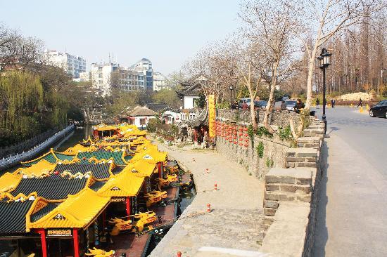 Yangzhou Royal Wharf : 这里就是当年皇帝下船的地方