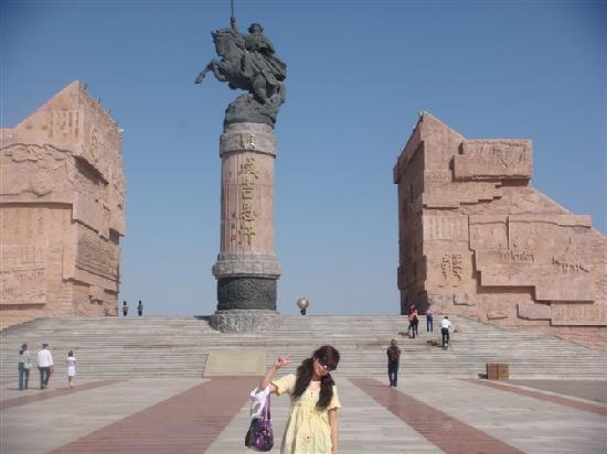 Genghis Khan's Mausoleum : 这是刚进成吉思汗陵的一个标志