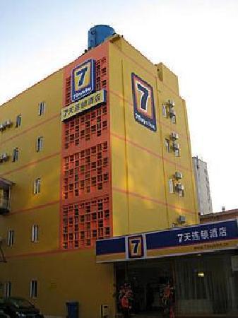 7 Days Inn (Kunming Wujing Road) : 楼外
