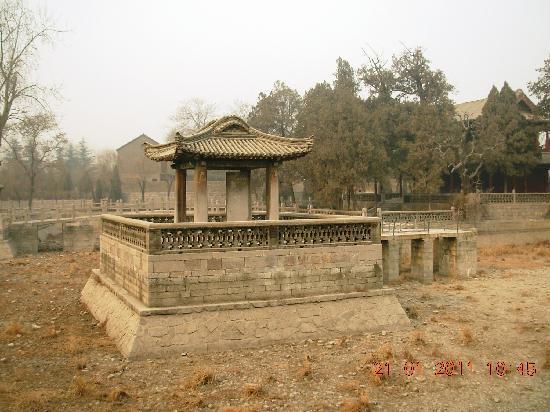 Huixian, China: 无水的百泉