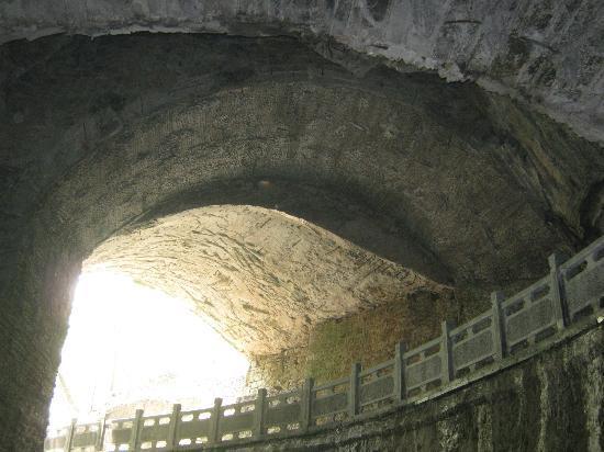 Yixing, Kina: 善卷洞