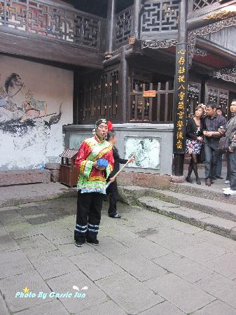Fenghuang Yang's Ancestral Hall: 销魂的媒婆