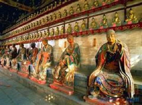 Lingyan Temple Scenic Resort : 罗汉像生动逼真栩栩如生