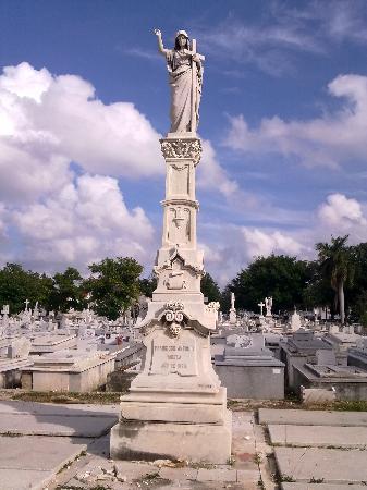 Christopher Columbus Cemetery (Cemetario de Colon): 家族墓