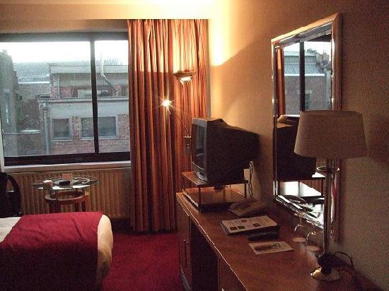 โรงแรมเกรแฮม เบลสัน: 2011