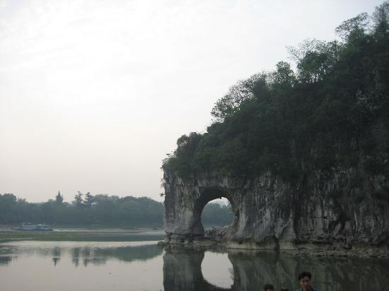 Elephant Trunk Hill (Xiangbishan): 象山真的很有趣