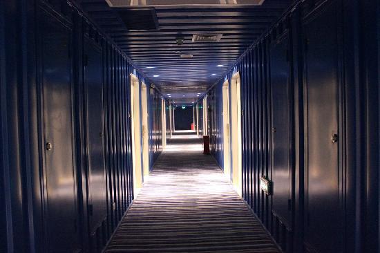 Cargo Hotel Shenzhen: 集装箱look