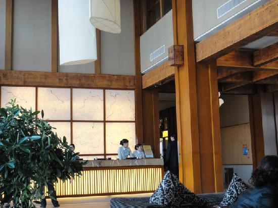 Discoveryland Holiday Hotel: 酒店前台