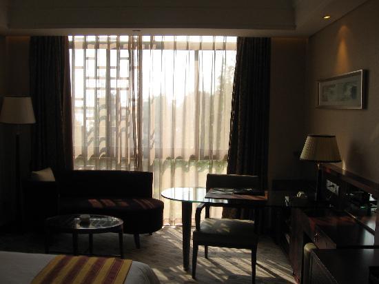 Nanjing Suning Venice Hotel: 写字台
