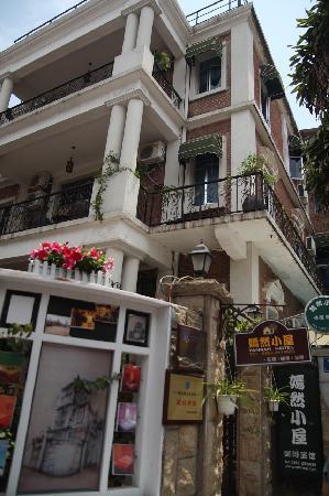 Yan Ran Inn: 酒店外观