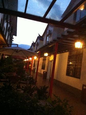 Mingdian Holiday Hotel: 院子