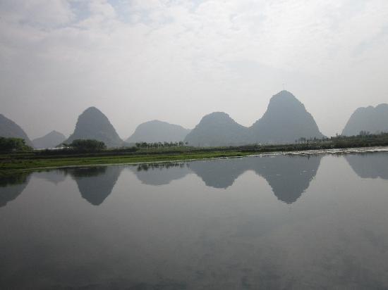 Huaqiao Hotel: 遇龙河漂流,从遇龙桥开始那一段
