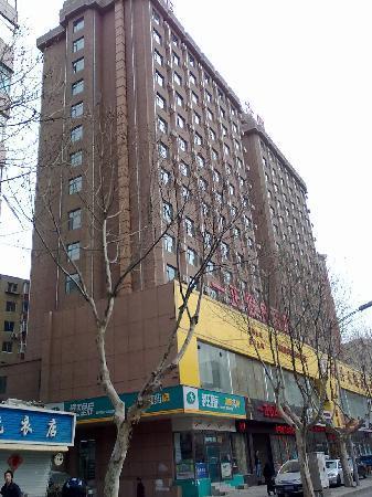 Yizheng Holiday Hotel: 酒店外景