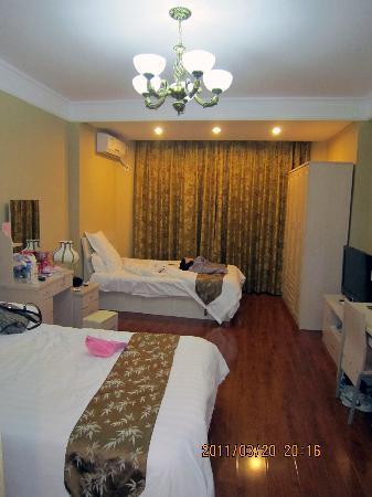 Yizheng Holiday Hotel: 我们订的房间